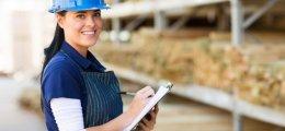 Все більше працюють іноземці, жінки та пенсіонери
